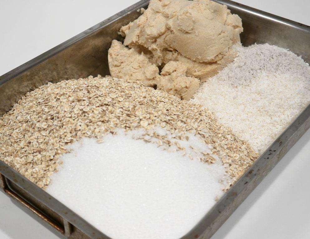 Homemade okara granola - sweet muesli with soy beans - www ...